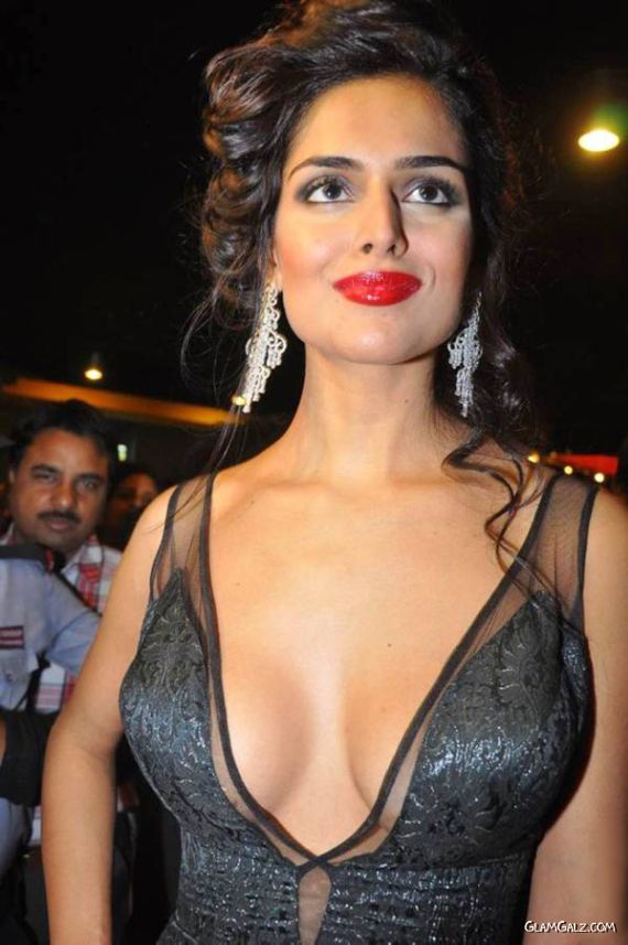 Nathalia Kaur Latest Pictures