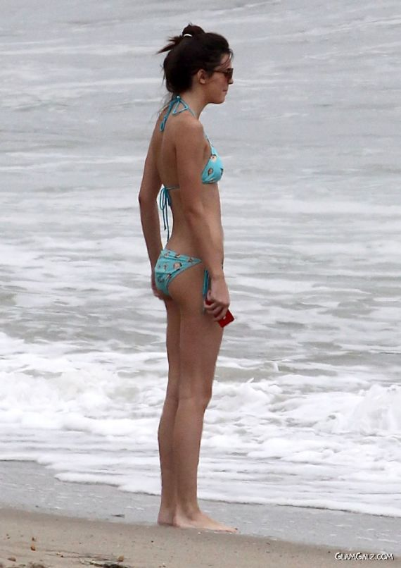 Sporty Kendall Jenner At The Malibu Beach