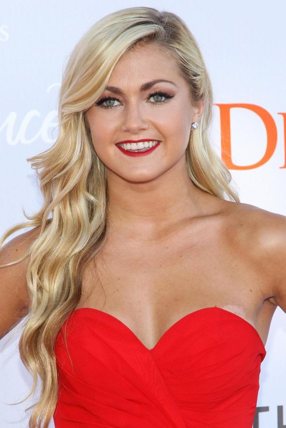 Lindsay Arnold Looks Awesome In Red Outfit