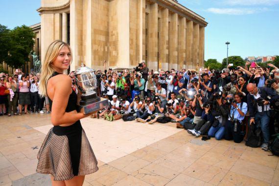 Maria Sharapova Poses With The Coupe Suzanne Lenglen