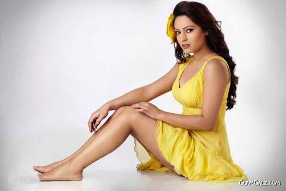 South Indian Actress Devshi Khanduri