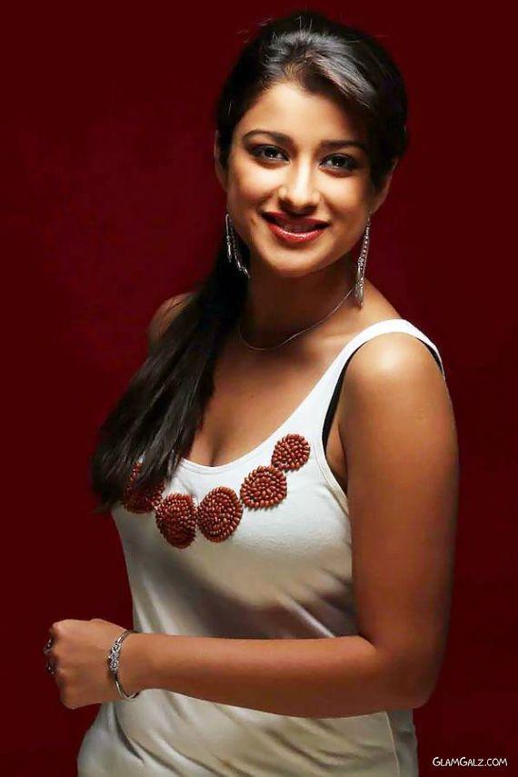 Indian Actress Madhurima in A Closeup Photoshoot