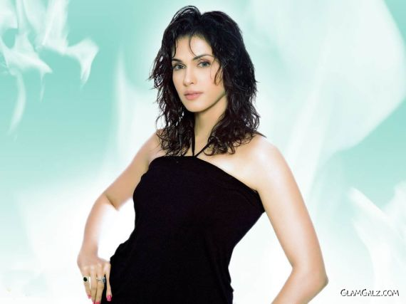 Click to Enlarge - Beautiful Isha Koppikar Wallpapers