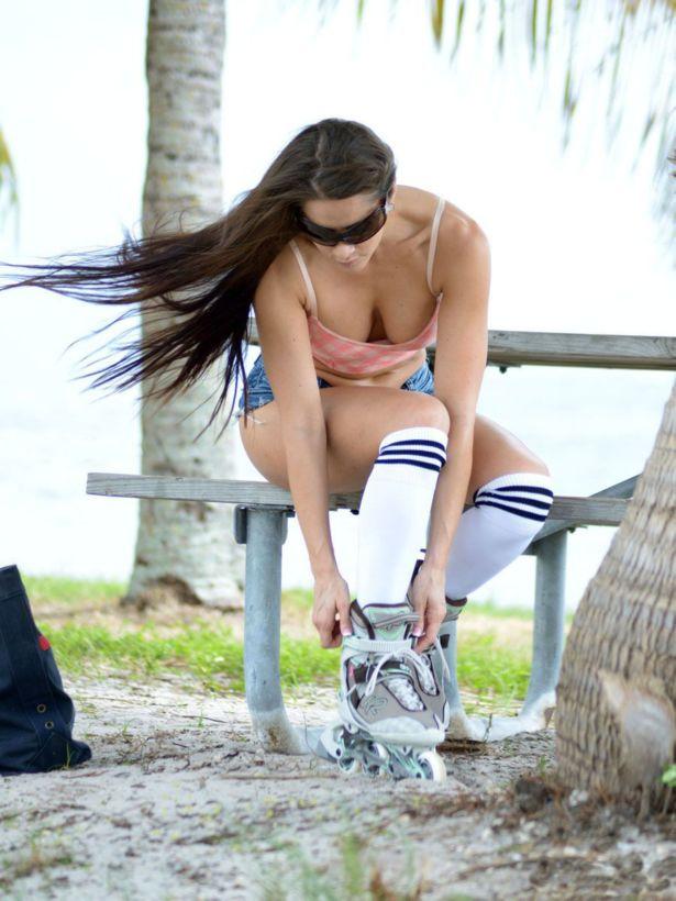 Anais Zanotti Rollerblading In Miami